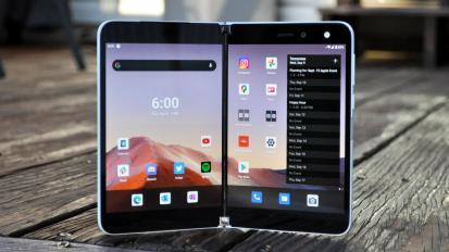 Néhány hónap múlva befuthat a Microsoft Surface Duo 2